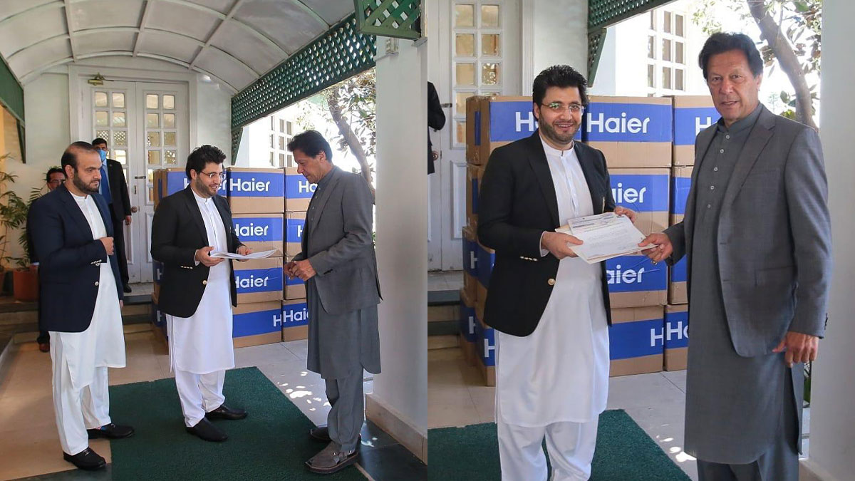 Zalmi Foundation submits a cheque of PKR 10 Million to Prime Minister Imran Khan's Corona Relief Fund